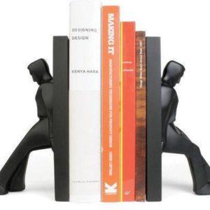 boekensteun leaning men van Chris Collicott