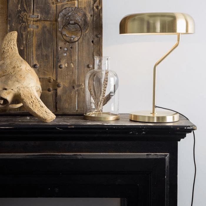 Stijlvolle gouden accessoires voor een koloniaal interieur