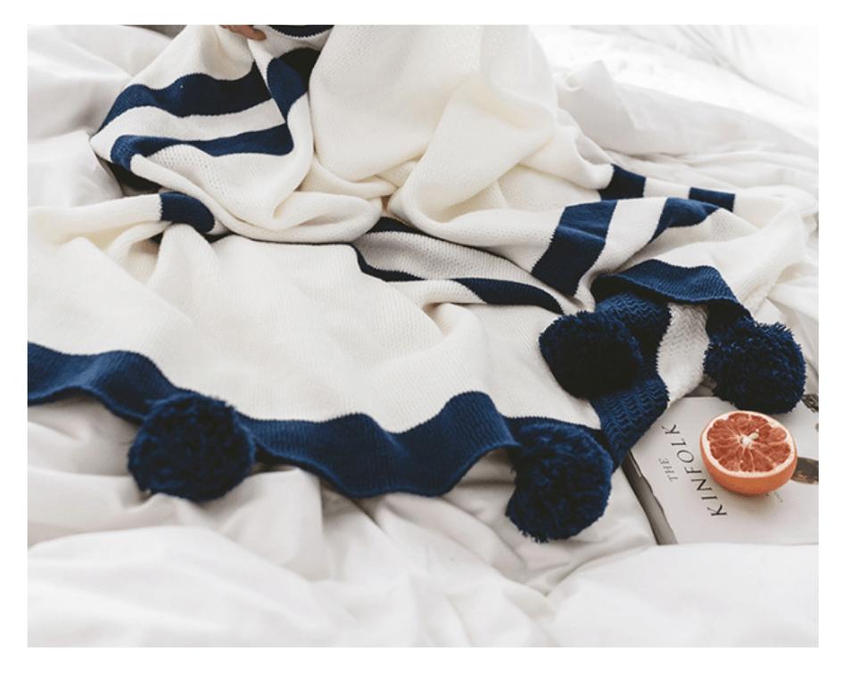 Plaid wit/blauw met pompons