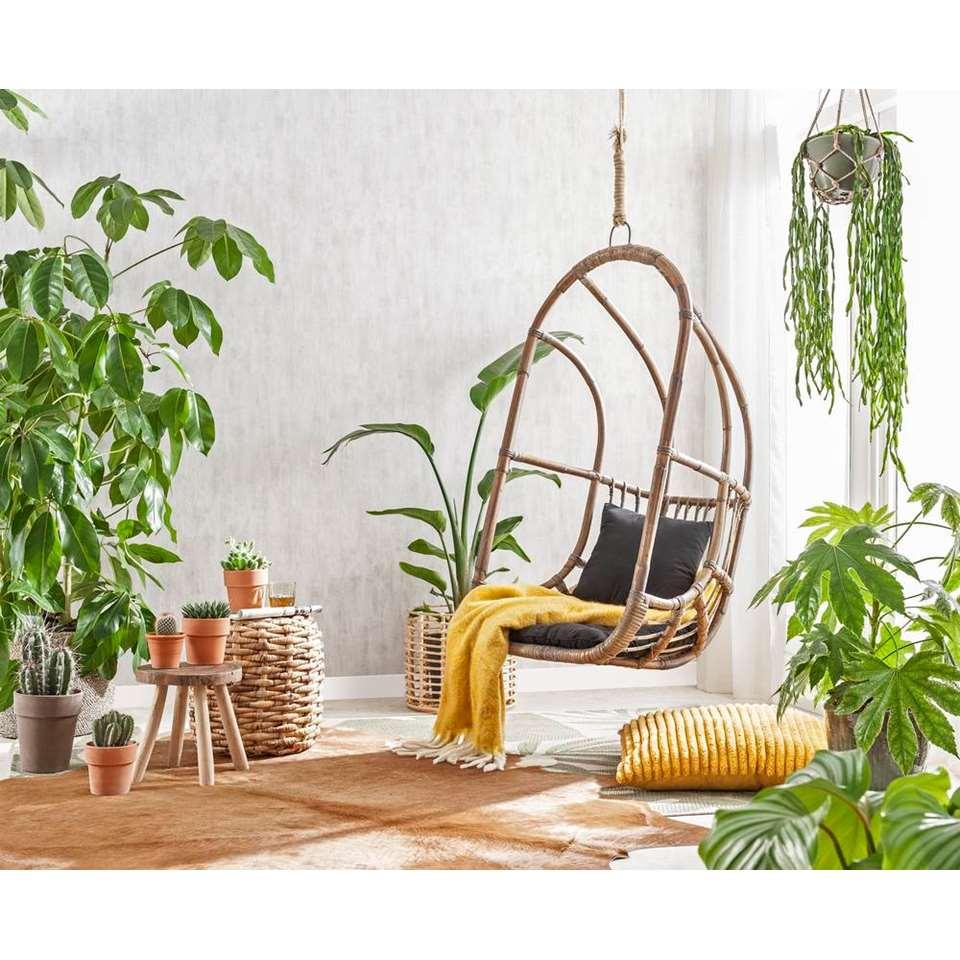 18-leuke-ideeën-voor-een-gezellig-terras-hangstoel-rotan-kussen