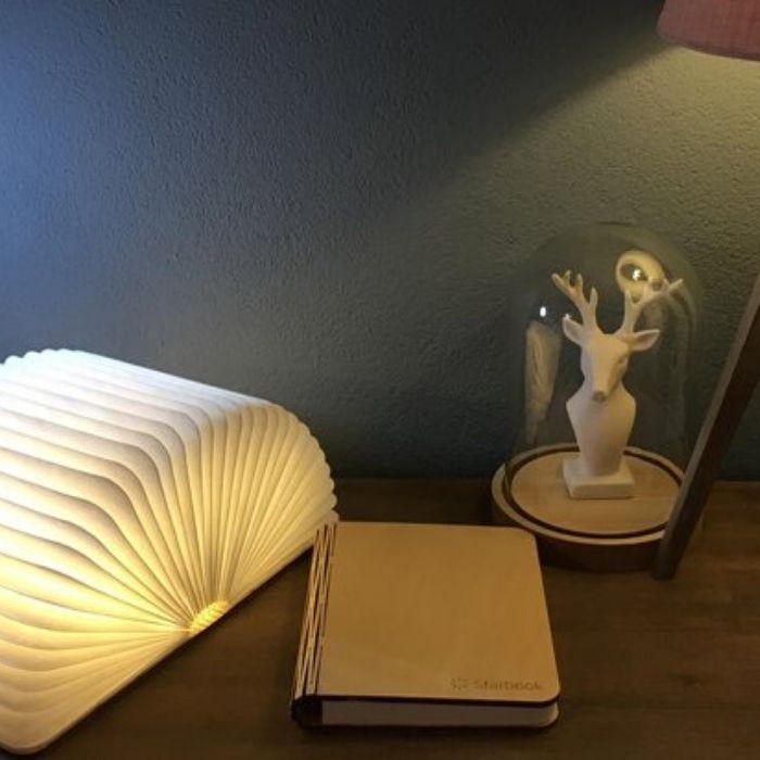 starboek witte plooibare lamp in vorm de vorm van een boek voor de boekenworm