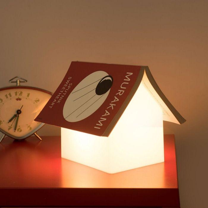 suckUk boekenhouder boekensteun met licht in vorm van huis